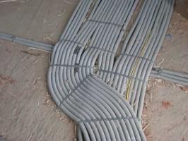 Скрытая электропроводка в квартире в полу