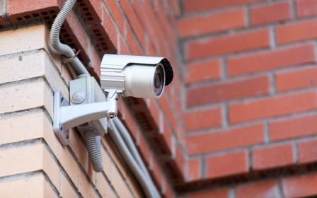 установка видеокамеры наблюдения открыто