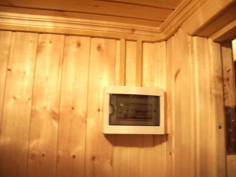Проводка в деревянном доме в коробах