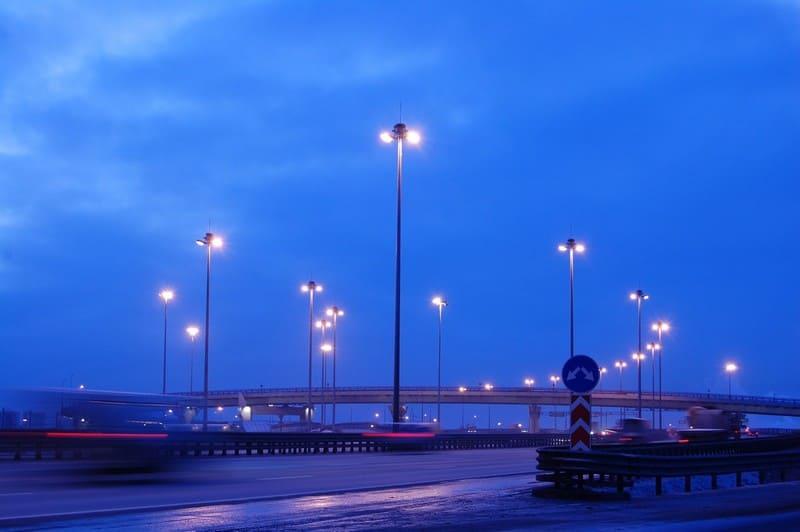 мачты освещения улицы
