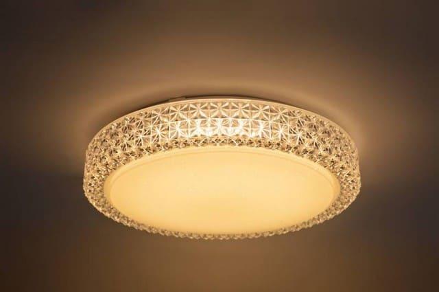 свет светодиодного светильника