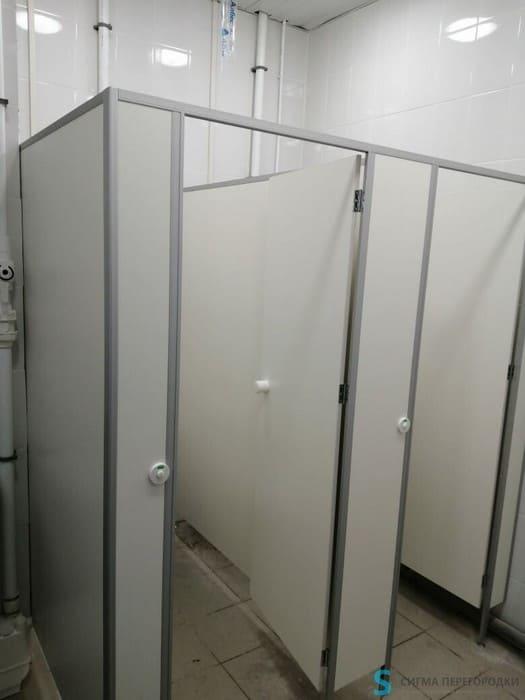 Из чего делают туалетные перегородки
