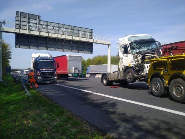 эвакуация грузовго авто после аварии